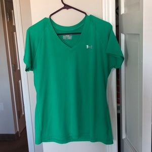 Under armor semi fitted v neck t shirt